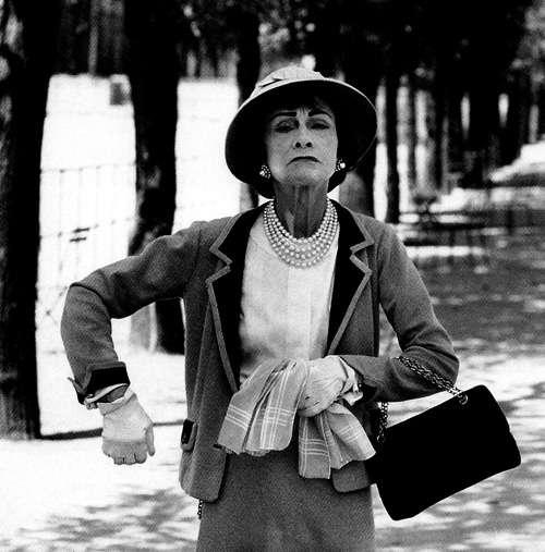 Chanel- Sempre vestida com suas criações
